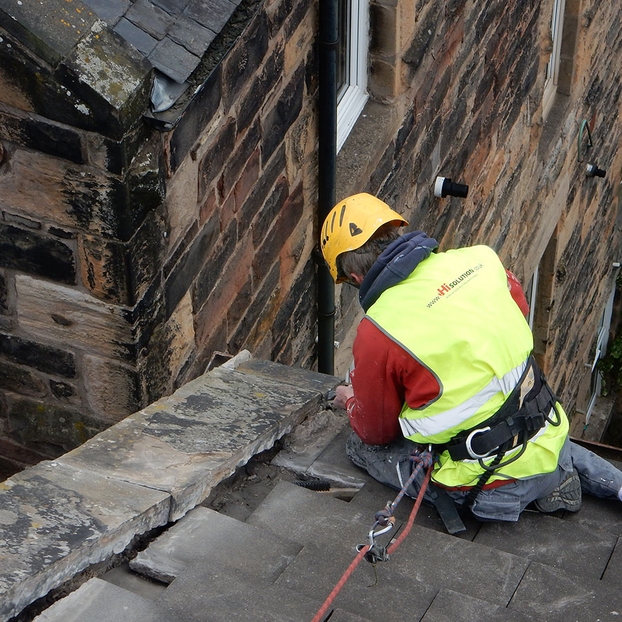 Edinburgh roofers in action